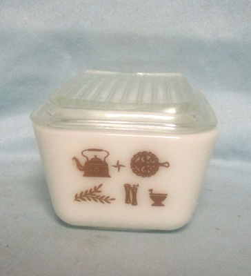 Pyrex Early American Pattern Med Refigerator Dish. - Product Image