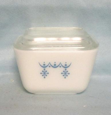 Pyrex Blue Garland Pattern Small Referigator Dish - Product Image