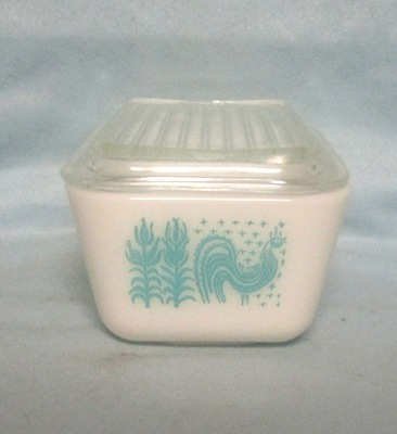 Pyrex Turquoise Amish Pattern Med Refigerator Dish. - Product Image