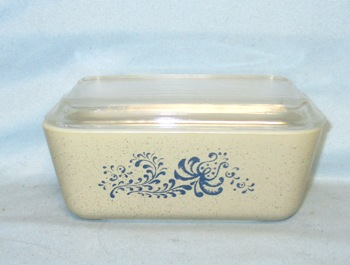 Pyrex Homestead Pattern Med Refigerator Dish. - Product Image