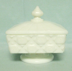 Westmoreland Milkglass Old Quilt OQ-35 Honey w Lid - Product Image