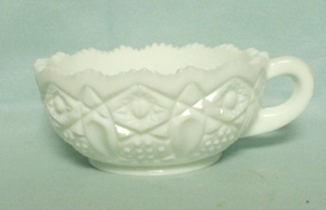 Milkglass L.E. Smith Heritage Handled Nappy - Product Image