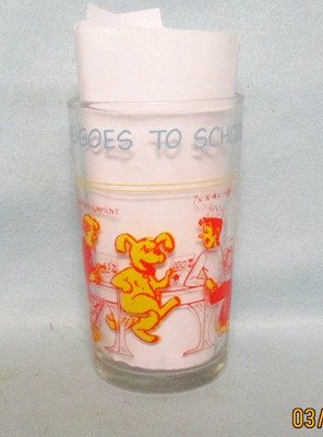 Archies,Hot Dog Goes To School1971 Warner Bros Glass - Product Image