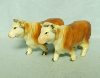 Made in Japan Small Herford Bull Salt & Pepper Set - Product Image