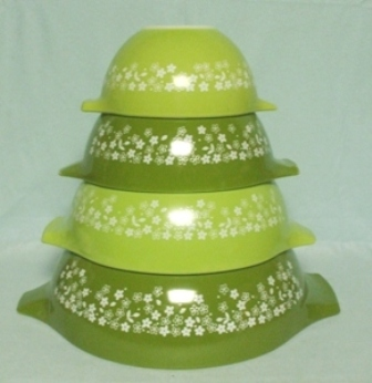 Pyrex Crazy Daisy Cinderella 4 Pc. Mixing Bowl Set - Product Image