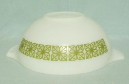 """Pyrex Dutch Clover Cinderella 10 1/2"""" Mixing Bowl - Product Image"""