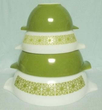 Pyrex Dutch Clover Cinderella 4 Pc. Mixing Bowl Set - Product Image
