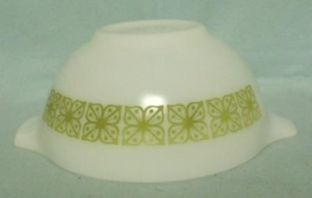 """Pyrex Dutch Clover Cinderella 7 1/2"""" Mixing Bowl - Product Image"""