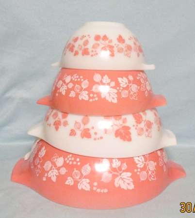 Pyrex Pink Gooseberry Cinderella 4 Pc. Mixing Bowl Set (Minty) - Product Image