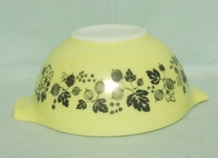 "Pyrex Yellow Gooseberry Cinderella 7 1/2"" Mixing Bowl - Product Image"