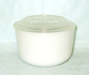 Vintage Milkglass Round Refrigerator Dish w Lid - Product Image