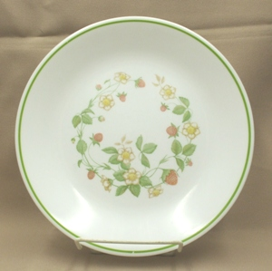 "Corelle Strawberry Sunday 8 1/2"" Lunch Plate - Product Image"