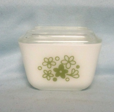 Pyrex Spring Blossom Pattern Small Referigator Dish - Product Image