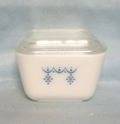 Pyrex Blue Garland Pattern Small Referigator Dish - Product Image