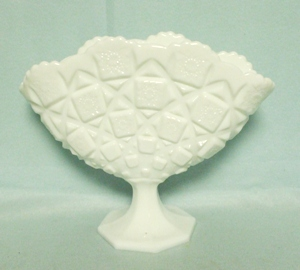 Westmoreland Milkglass Old Quilt OQ-58 Fan Vase - Product Image