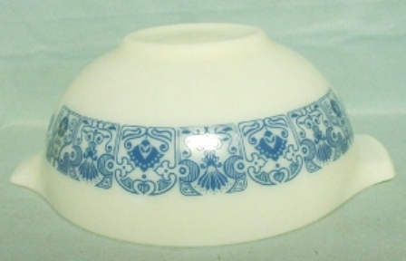 "Pyrex Blue Horizon Cinderella 9"" Mixing Bowl - Product Image"