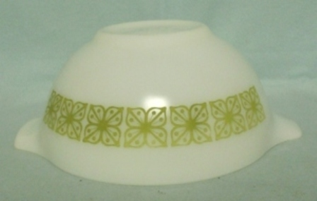 "Pyrex Dutch Clover Cinderella 7 1/2"" Mixing Bowl - Product Image"