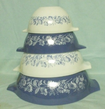 Pyrex Misty Daisy Cinderella 4 Piece Mixing Bowl Set - Product Image