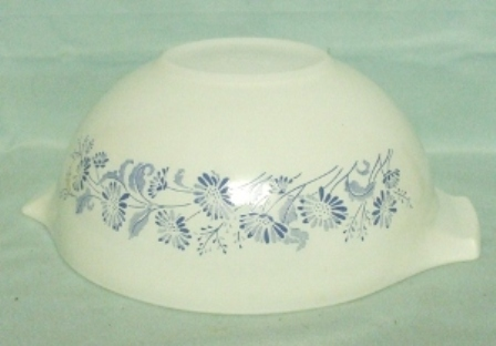 "Pyrex Misty Daisy Cinderella 9"" Mixing Bowl - Product Image"