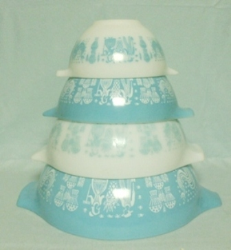 Pyrex Turquoise Amish Cinderella 4 Piece Mixing Bowl Set - Product Image