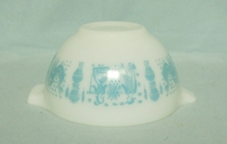 "Pyrex Turquoise Amish Cinderella 6"" White Mixing Bowl - Product Image"