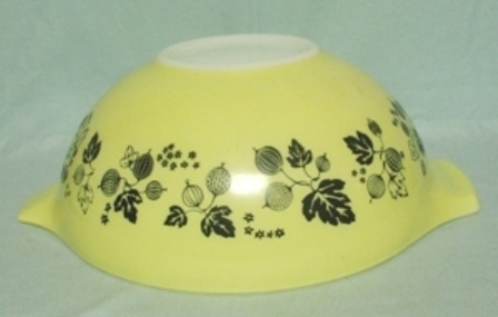 "Pyrex Yellow Gooseberry Cinderella 10 1/2"" Mixing Bowl - Product Image"