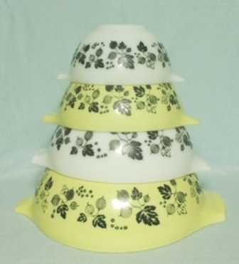 Pyrex Yellow Gooseberry Cinderella 4 Pc. Mixing Bowl Set - Product Image